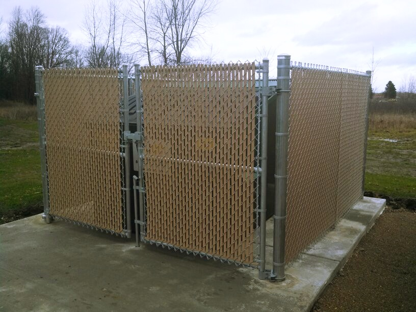 Commercial Galvanized Chain Link Dumpster Enclosure in Mount Pleasant, Michigan.