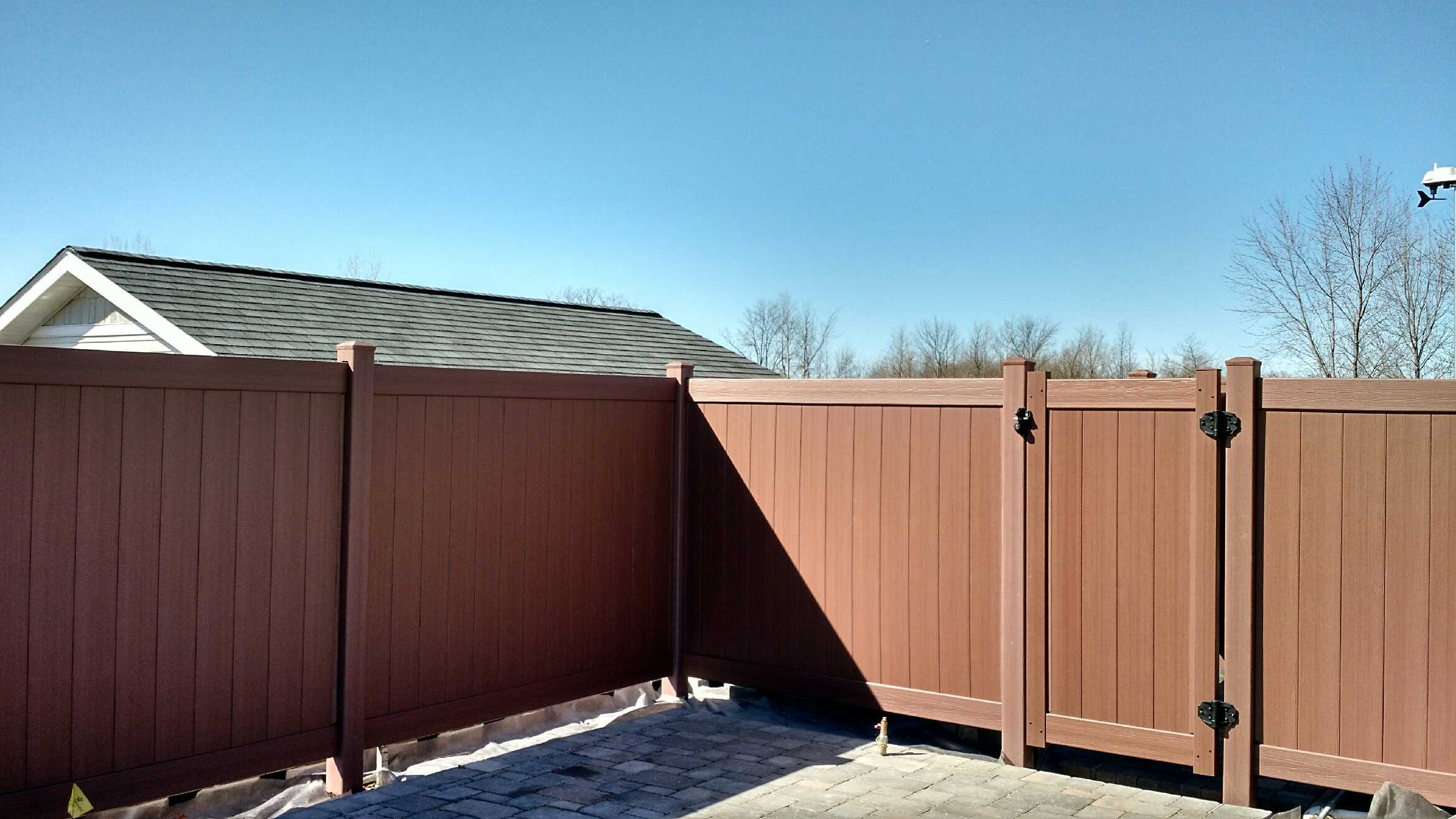 Styles for Your Poly Vinyl Fence Straight Line Fence